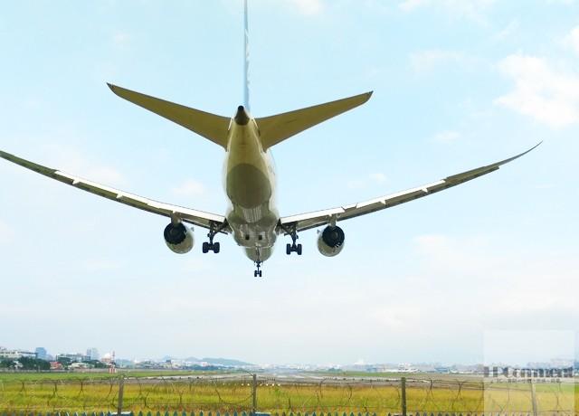 台北/假日看飛機:松山機場觀景台、濱江街180巷跑道頭 @LPComment 科技生活雜談