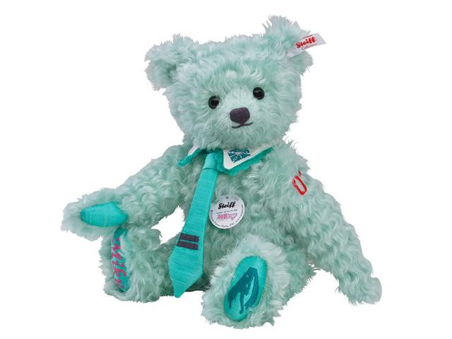 另外,史泰福過去也曾推出過初音限量版泰迪熊