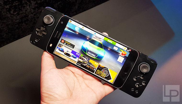 新款GamePad遊戲控制器與無線充電Moto Mods模組化配件動手玩