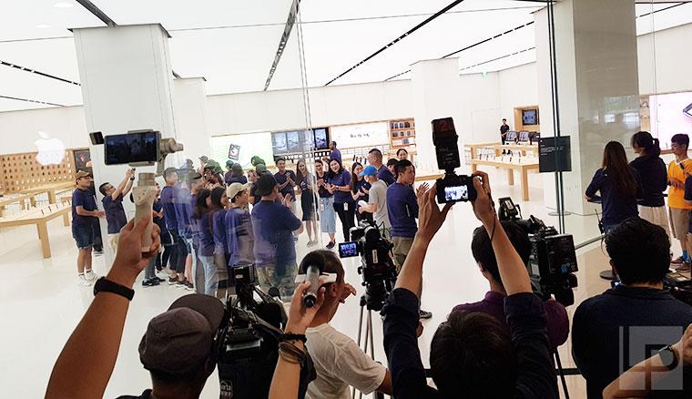 蘋果iPhone 8系列今日正式在台開賣!各大通路開賣現場直擊