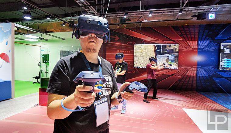 全台最大VR遊樂場「KosmoSpot x VIVELAND」高雄大魯閣草衙道登場!