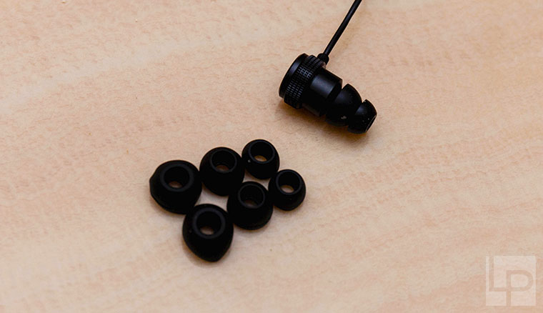 輕巧、專業、為直播主量身設計!Razer IFRIT入耳式耳麥體驗開箱