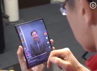 林斌透過影片展示小米雙摺疊螢幕手機的實際運行樣貌 @LPComment 科技生活雜談