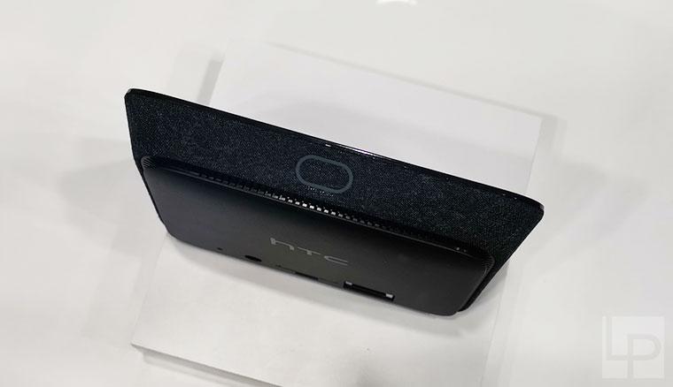 HTC展出5G mobile smart hub行動基地台與具備6DoF控制器的VIVE Focus Plus一體機