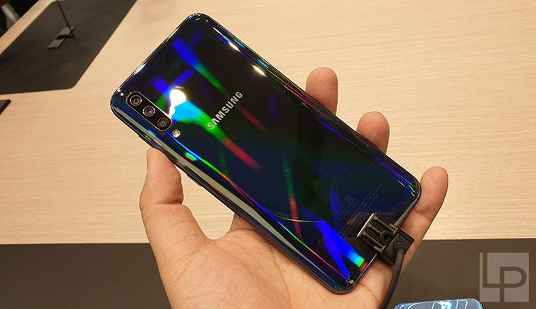 均配備水滴全螢幕,三星全新A系列Galaxy A50、A30中階新機動手玩