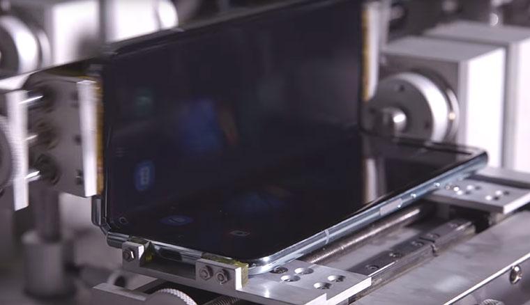 三星公布Galaxy Fold折疊測試影片,強調其折疊螢幕與轉軸的耐用度