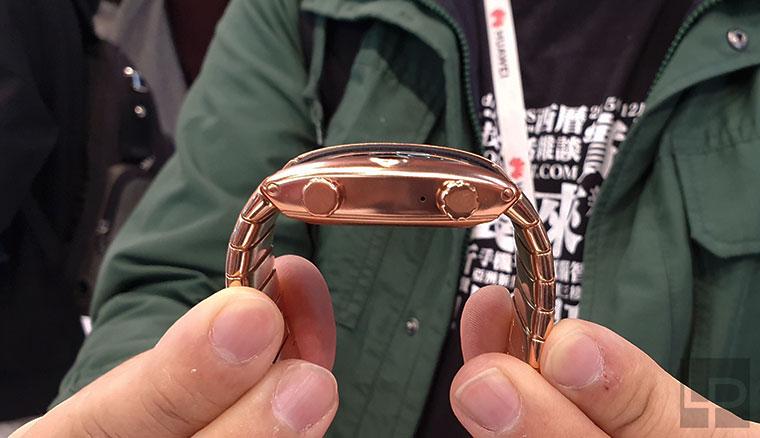 採用彎曲螢幕的手錶型手機nubia α動手玩