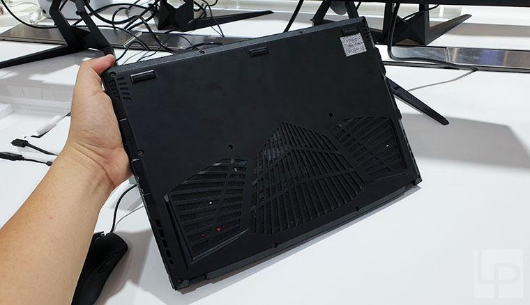 技嘉New AERO 15 OLED電競筆電快速看:漂亮的螢幕與外型、頂級的暴力規格!