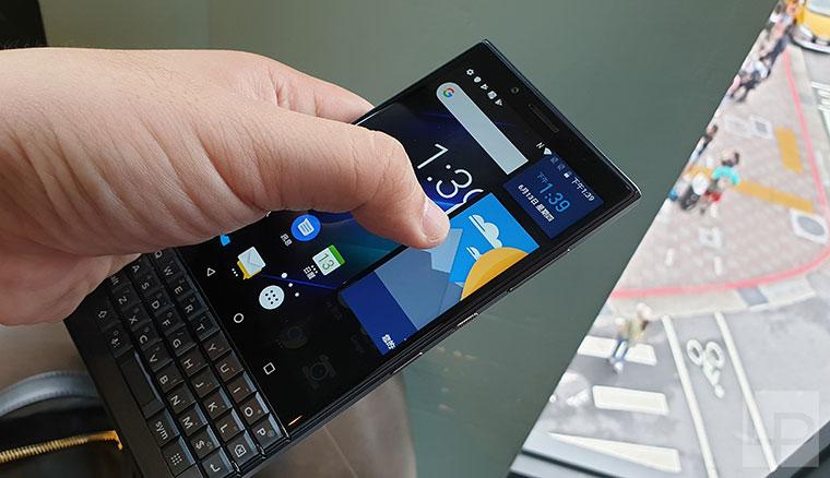 黑莓機BlackBerry Key2 LE快速體驗,超小手機Palm Phone預計Q3在台推出