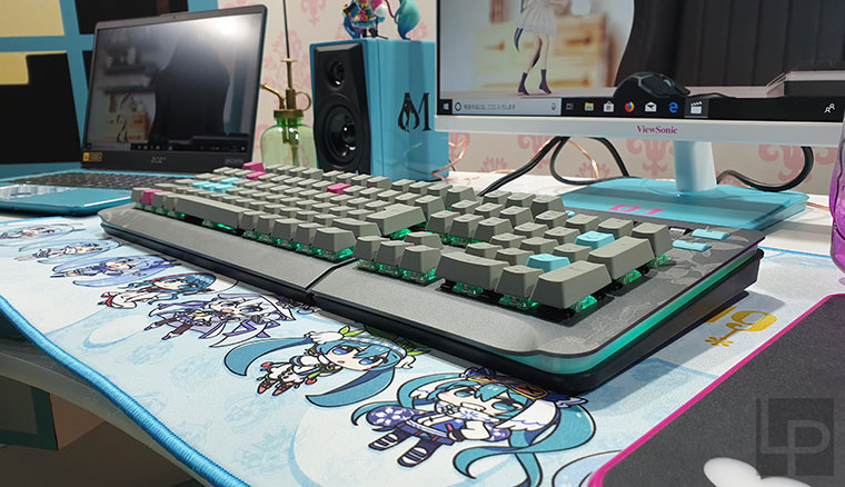 曜越TT Premium Level 20 RGB初音特別版機械鍵盤動眼看