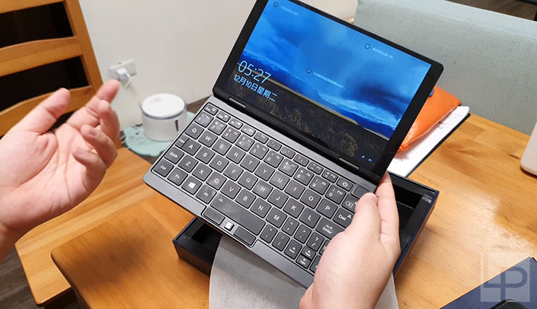 壹號本OneMix3 Pro開箱動手玩:內建10代Intel i5的8.4吋超小筆電