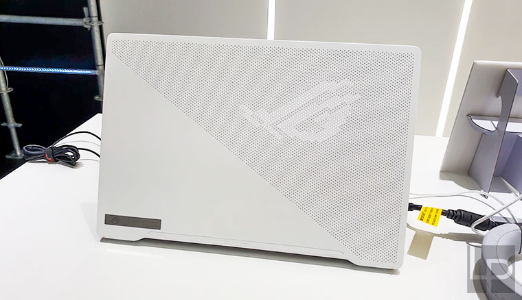 華碩CES 2020全系列新品動手玩!具備LED點陣上蓋的西風之神、870g超輕機身商務筆電