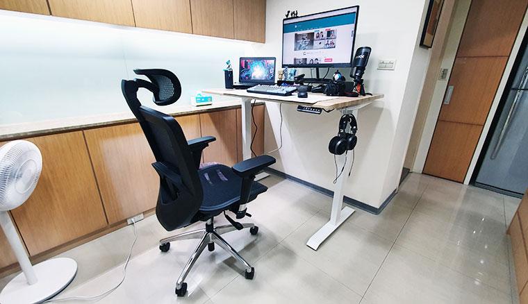 更舒適健康的打電腦!FUNTE 2電動升降桌、Bestmade人體工學椅開箱
