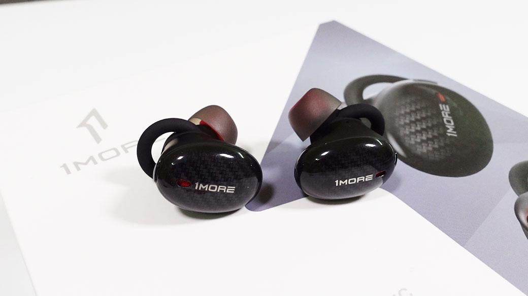 1MORE真無線降噪耳機開箱:外型帥氣、音質不錯,支援主動降噪功能